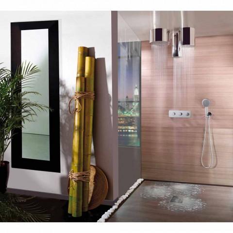 Bossini Oki 200 chuveiro com um design moderno em um jato