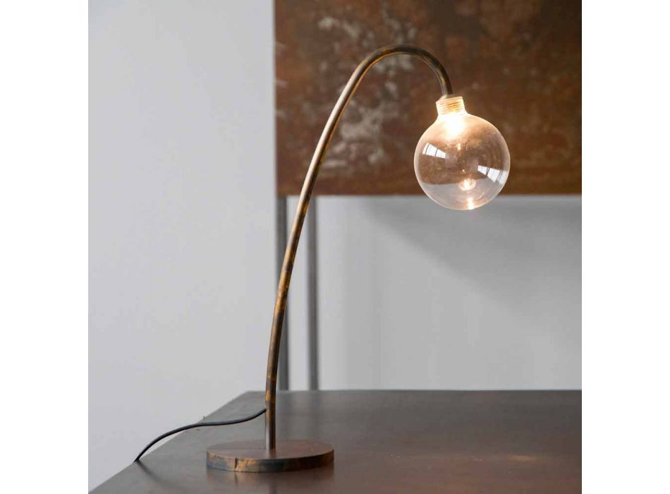 Abajur de mesa de ferro artesanal com acabamento dourado fabricado na Itália - Ribolla