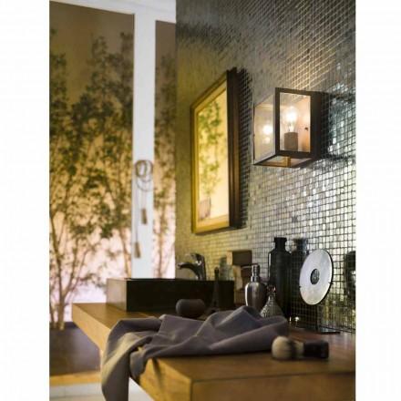 Arandela de bronze velha industrial e de vidro de vista da parede
