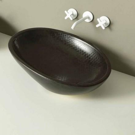 Bancada de cerâmica preta Lustrosa com padrão de pele de cobra, fabricada na Itália