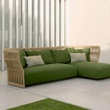 Salão ao ar livre Cliff Talenti com sofá e mesinhas de centro, design Palomba