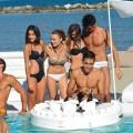 Bar de piscina flutuante moderno feito na Itália por Trona