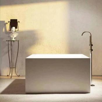 Banheira quadrada autônoma feita na Itália pelo design Argentera