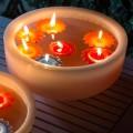 Banheira redonda de cera com velas flutuantes coloridas Made in Italy - Utina